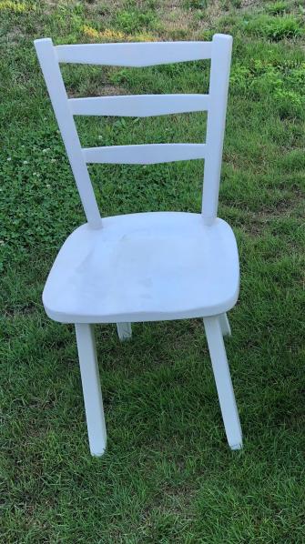 195 Chaise blanche devant